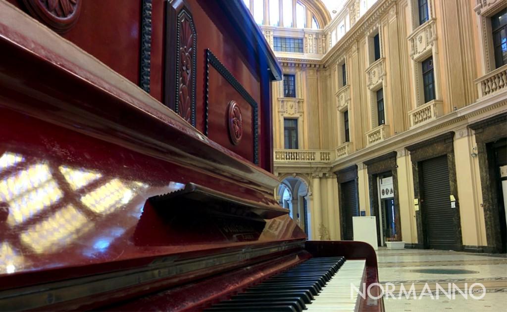 un piano per la città - pianoforte pubblico nella galleria vittorio emanuele di messina