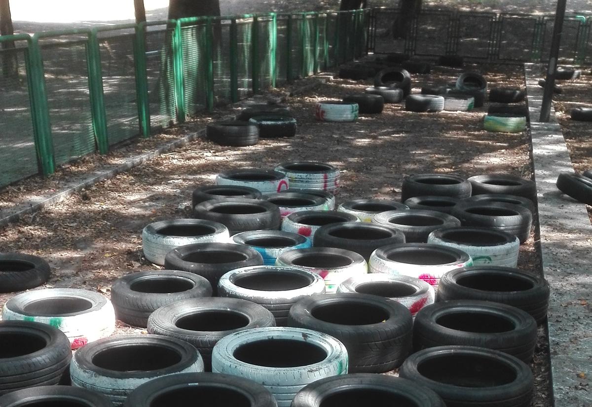 pneumatici abbandonati nel campo da bocce di villa dante - messina