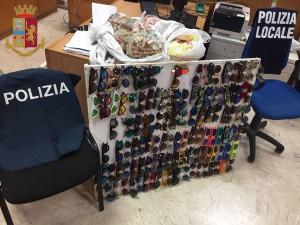 Foto del materiale sequestrato agli abusivi in centro, Messina