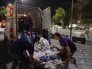 Foto del materiale sequestrato agli abusivi in centro, Messina