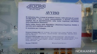 Foto dell'avviso della riduzione del servizio tram a Messina