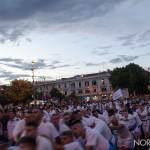 Tiratori della Vara che passano di fronte al Municipio di Messina e Mata e Grifone