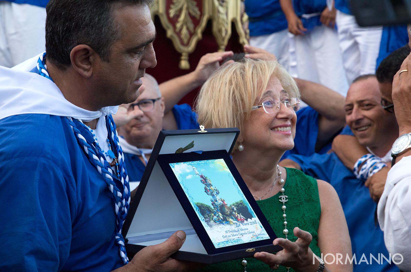 foto del prefetto di messina maria carmela librizzi durante la processione della Vara di Messina, 2018