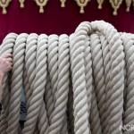 foto di una mano che tocca le corde della vara di messina - 2018