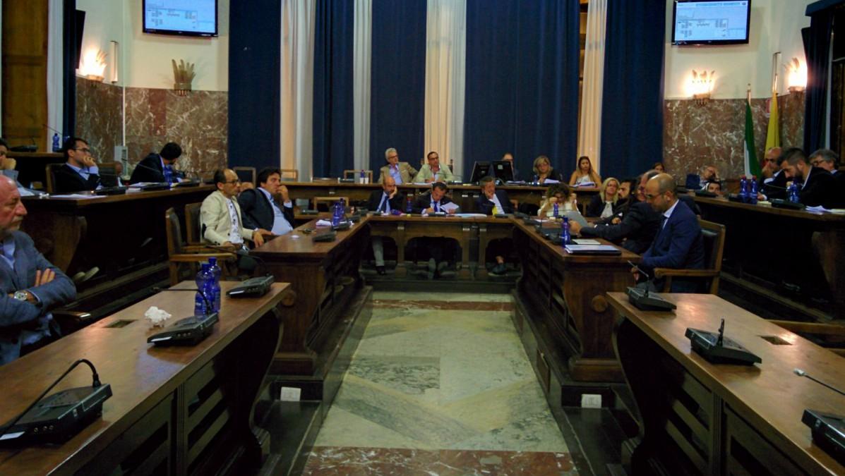Consiglio comunale e sindaco Cateno De Luca
