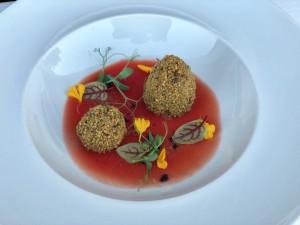 Arancino di spatola alla marinara in crosta di pistacchio di Bronte - piatto dello chef messinese Paolo Romeo