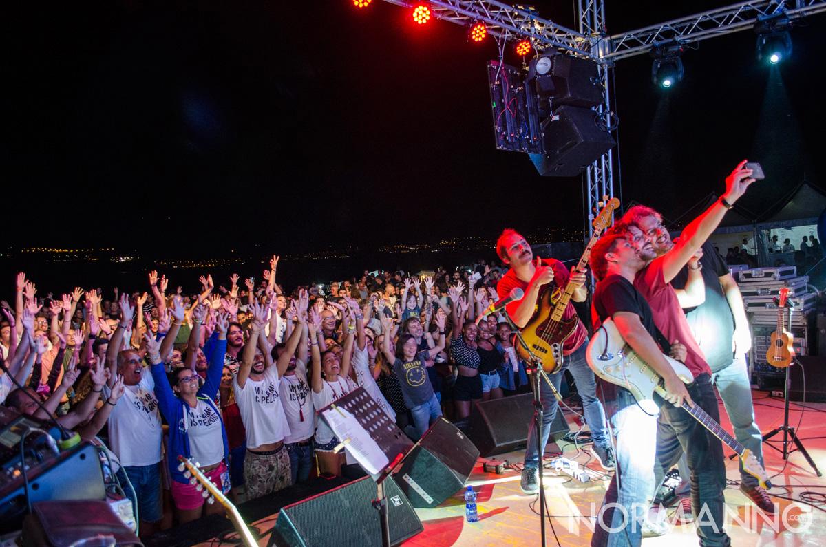 Foto de I Tre terzi con il pubblico al Capo Peloro Fest 2018