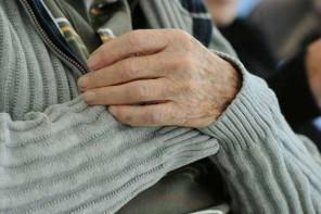 Maltrattamenti contro gli anziani genitori per comprarsi la droga. Arresto 40enne