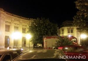 Intervento dei Vigili del Fuoco fuori dalla Galleria Vittorio Emanuele