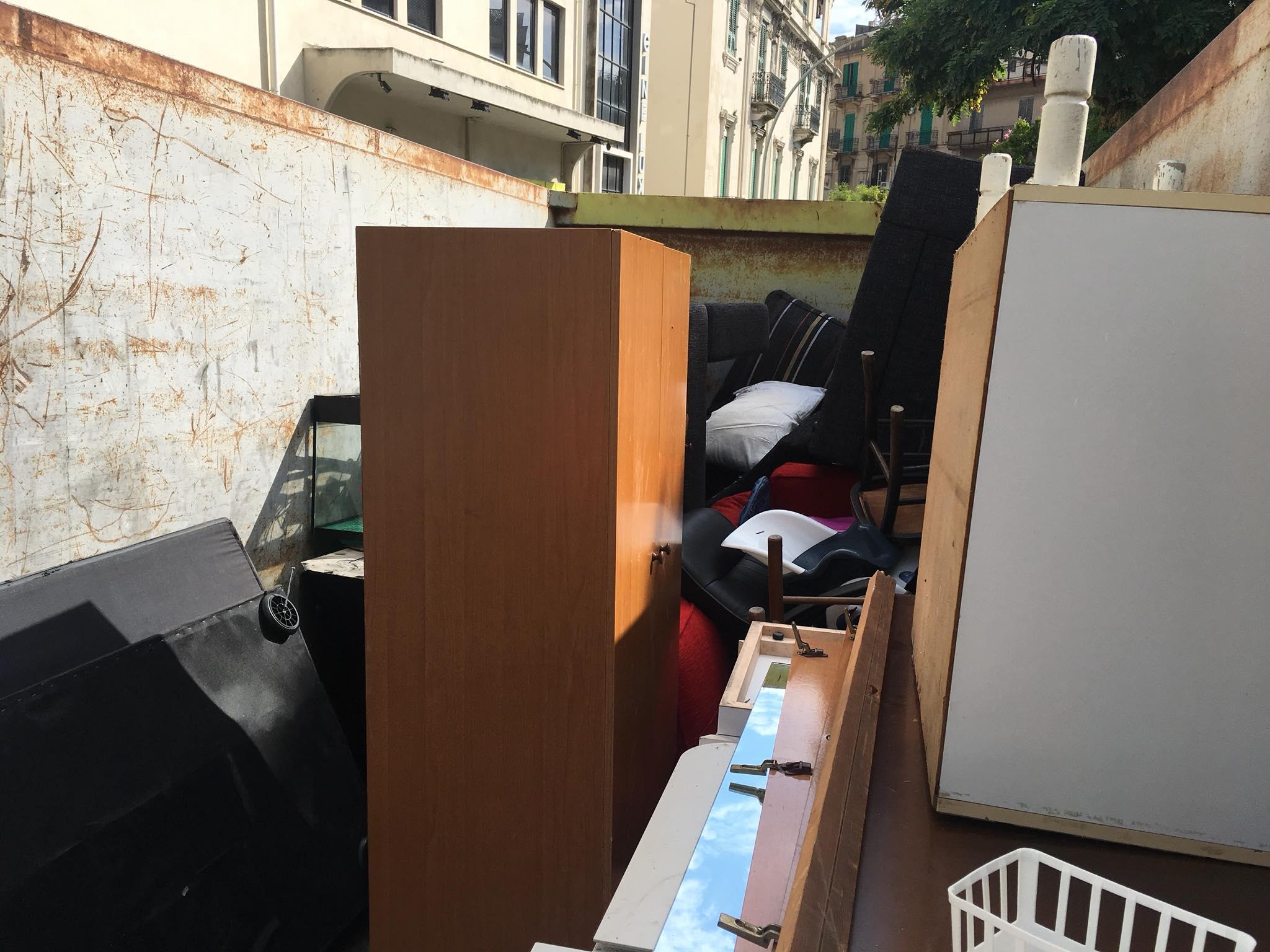 foto di rifiuti ingombranti raccolti dalla società partecipata messinaservizi - messina