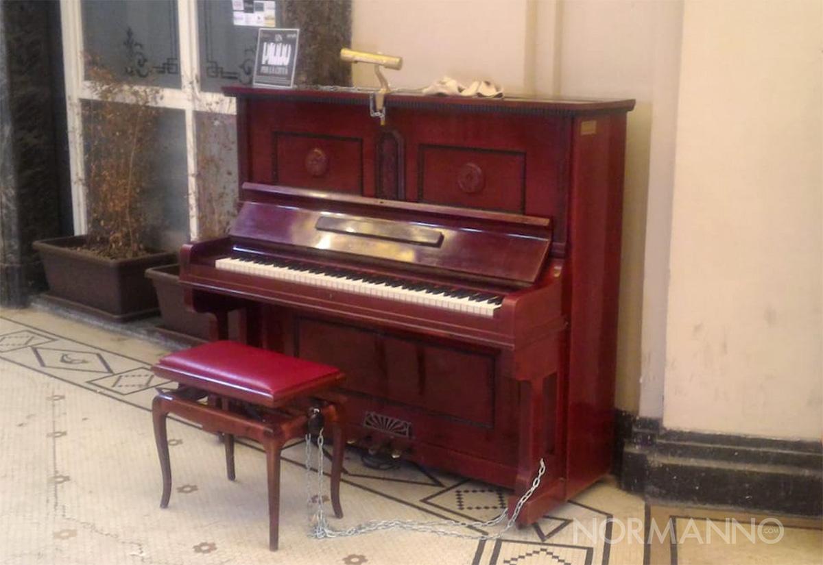 pianoforte pubblico galleria vittorio emanuele riparato dai cittadini - messina