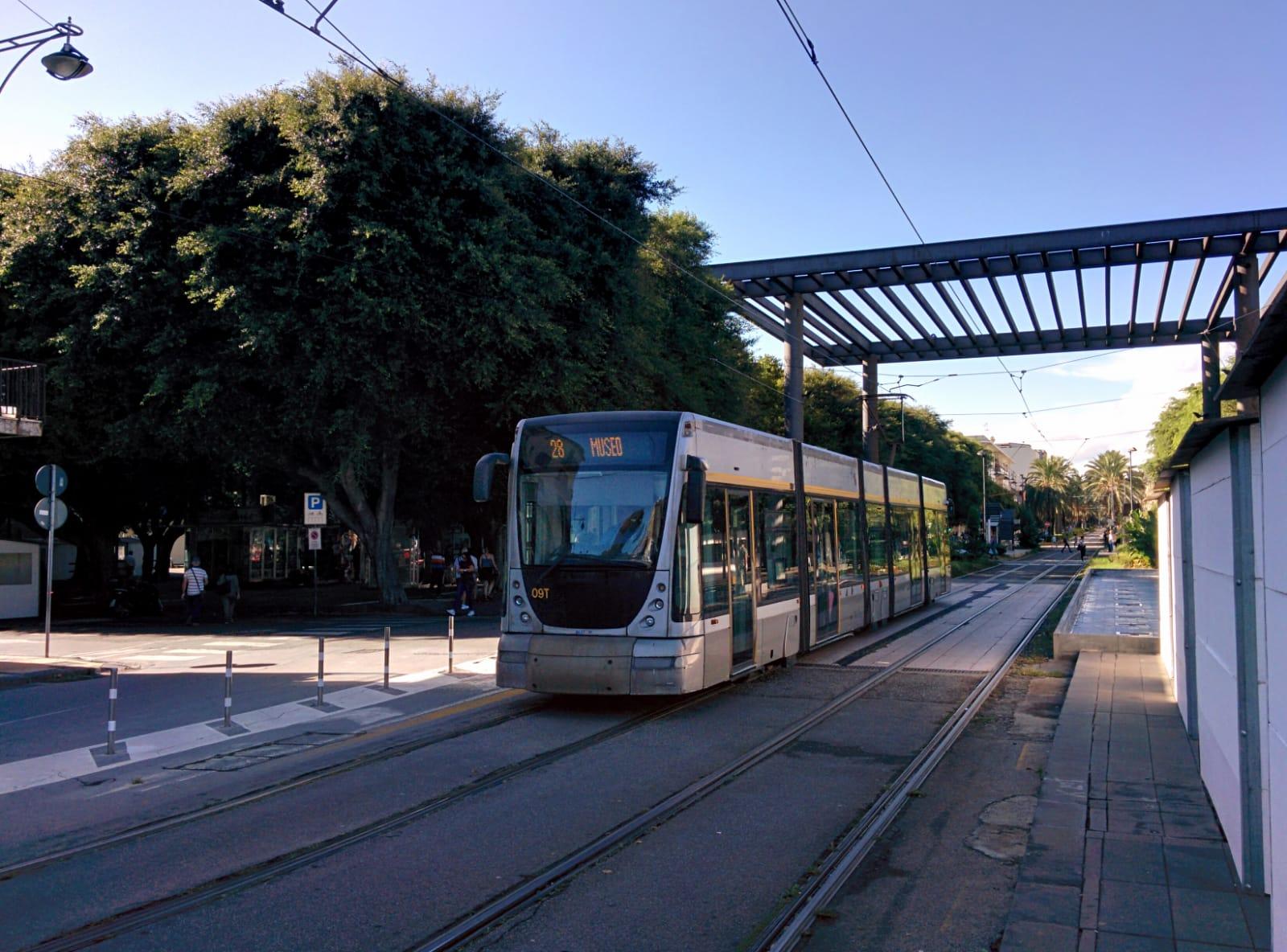 foto del tram di messina, piazza cairoli