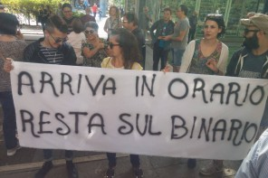 """""""Manteniamo il tram a Messina"""". In centinaia a Piazza Cairoli per dire NO al progetto De Luca"""