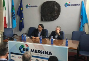 foto di una riunione della uil e della cgil di messina prima dello sciopero del 31 ottobre contro il salva messina