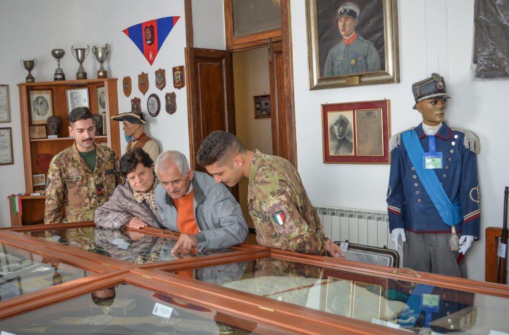 Visita guidata al museo del reggimento di Alberto Ciarri, nonno alberto, ex fuciliere, ospite nel 1962 alla caserma zuccarello