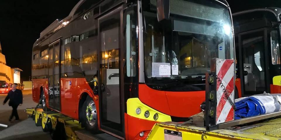foto di due bus elettrici atm messina