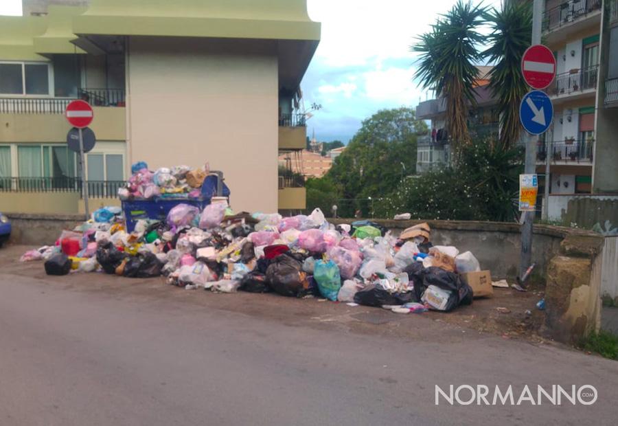 Foto di cassonetti ricolmi di immondizia, rifiuti Messina