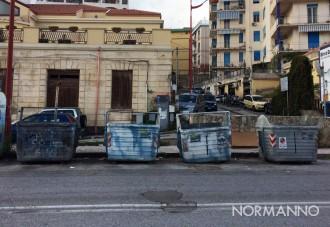 Foto di cassonetti dei rifiuti vuoti, Messina