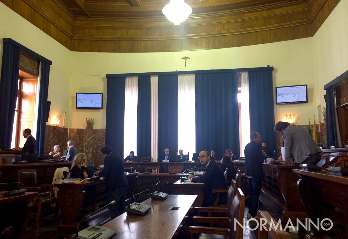 foto del consiglio comunale prima della discussione delle delibere del salva messina