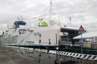 foto della nave elio al molo di norimberga di messina. Il nuovo traghetto del gruppo caronte & tourist collegherà messina e reggio