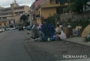 Foto dei cassonetti pieni di immondizia, rifiuti Messina