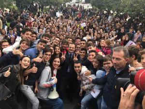 liceo seguenza a piazza unione europea con de luca
