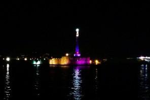 La Madonnina di Messina si tinge di viola. Uno spettacolo che colora il panorama
