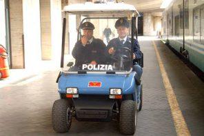 Sul treno senza biglietto, aggredisce il capotreno e i poliziotti. Arrestato