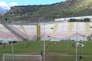 Calcio. L'Acr Messina non riesce più a vincere. Contro il Troina finisce 2 – 2