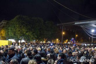 Foto di piazza Cairoli piena di gente per l'accensione dell'albero di natale 2018 - Messina