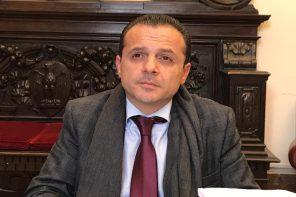 Il primo anno da sindaco di Cateno De Luca. Per la Uil è un «totale flop»