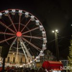 Foto della ruota panoramica e dell'albero di natale accesi - piazza Cairoli, Messina