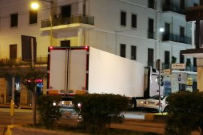 """Messina. Un tir rimane """"incastrato"""" sul Viale San Martino"""