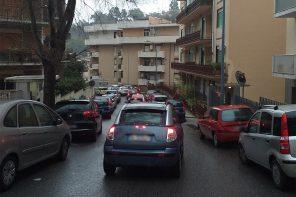 MessinaServizi svuota i cassonetti alle 8 del mattino: caos a San Licandro