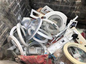 rifiuti ingombranti, elettrodomestici, lavatrici gettati nei cassonetti di bordonaro a Messina