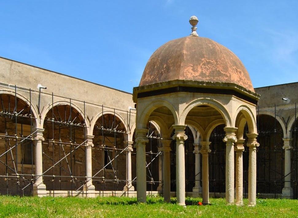 chiostri del monastero di san placido calonerò, oggi anche sede dell'istituto agrario Cuppari di Messina