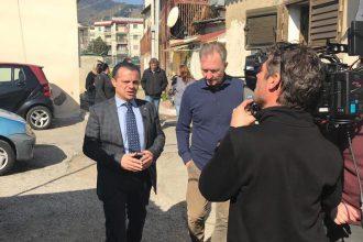 tv olandese intervista cateno de luca sull'emergenza baracche a messina