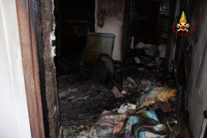 Bombola GPL esplode in casa. Una donna finisce in ospedale – FOTO