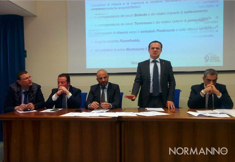 Foto del sindaco De Luca e del Consiglio di Amministrazione di AMAM