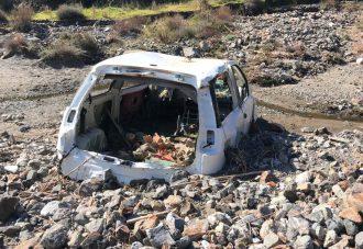 carcassa di automobile ritrovata nel torrente di larderia durante i controlli della polizia municipale di messina