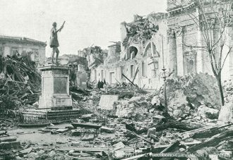 Foto d'epoca. Monumenti mobili: statua di Don Giovanni d'Austria a piazza Annunziata dopo il terremoto del 1908