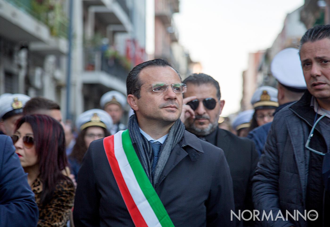Sindaco Cateno De Luca durante la Processione delle Barette 2019 di Messina