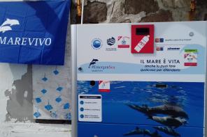 EmergenSea: alle isole Eolie arrivano i compattatori ecologici per le bottiglie di plastica