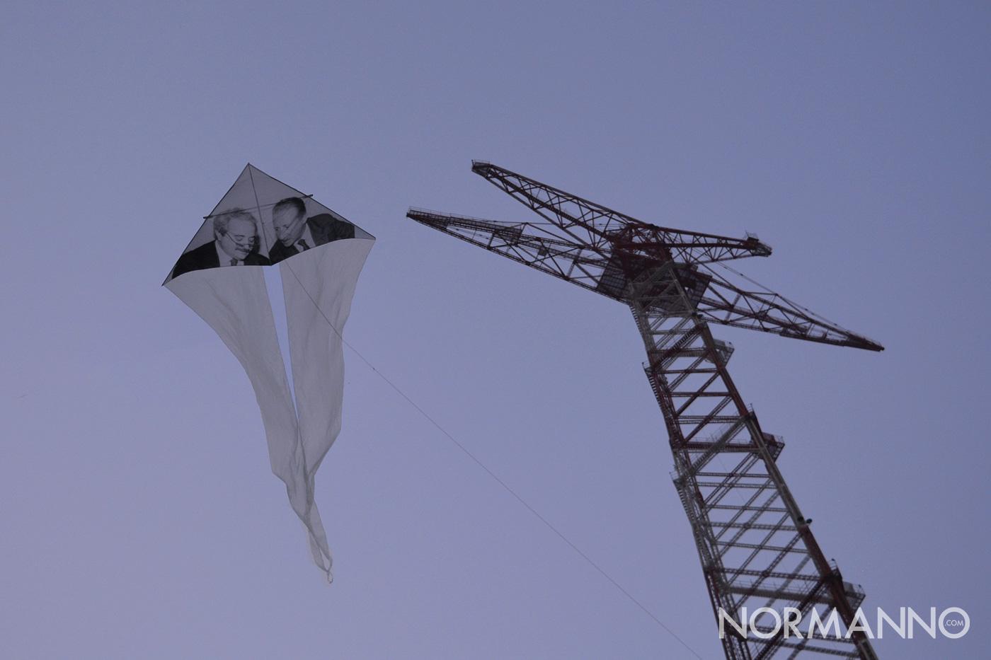 Foto dell'aquilone dedicato a Falcone e Borsellino sotto il Pilone al Festival degli Aquiloni 2019 - Capo Peloro