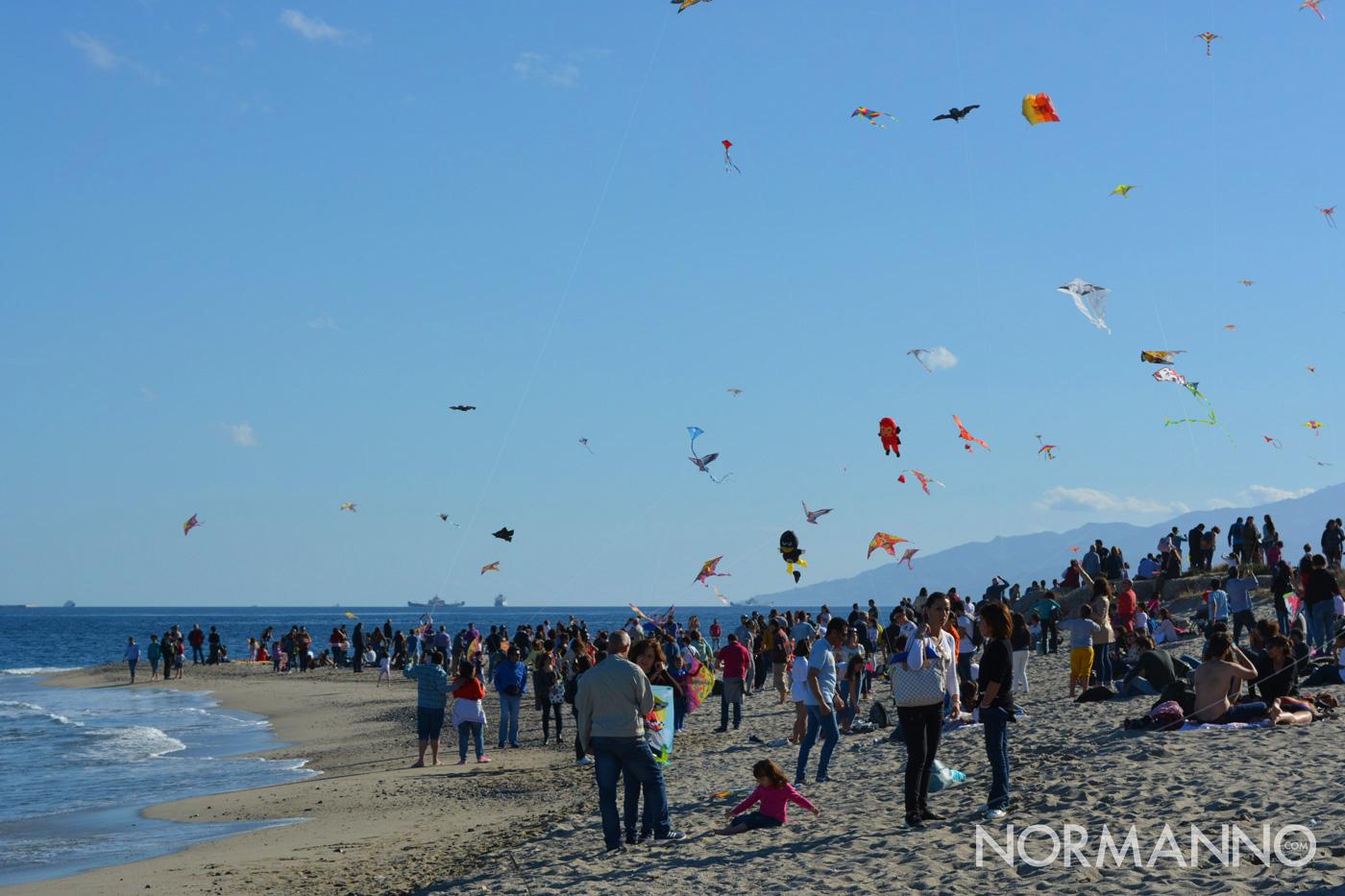 Centinaia di persone in spiaggia per il Festival degli Aquiloni di Messina 2019