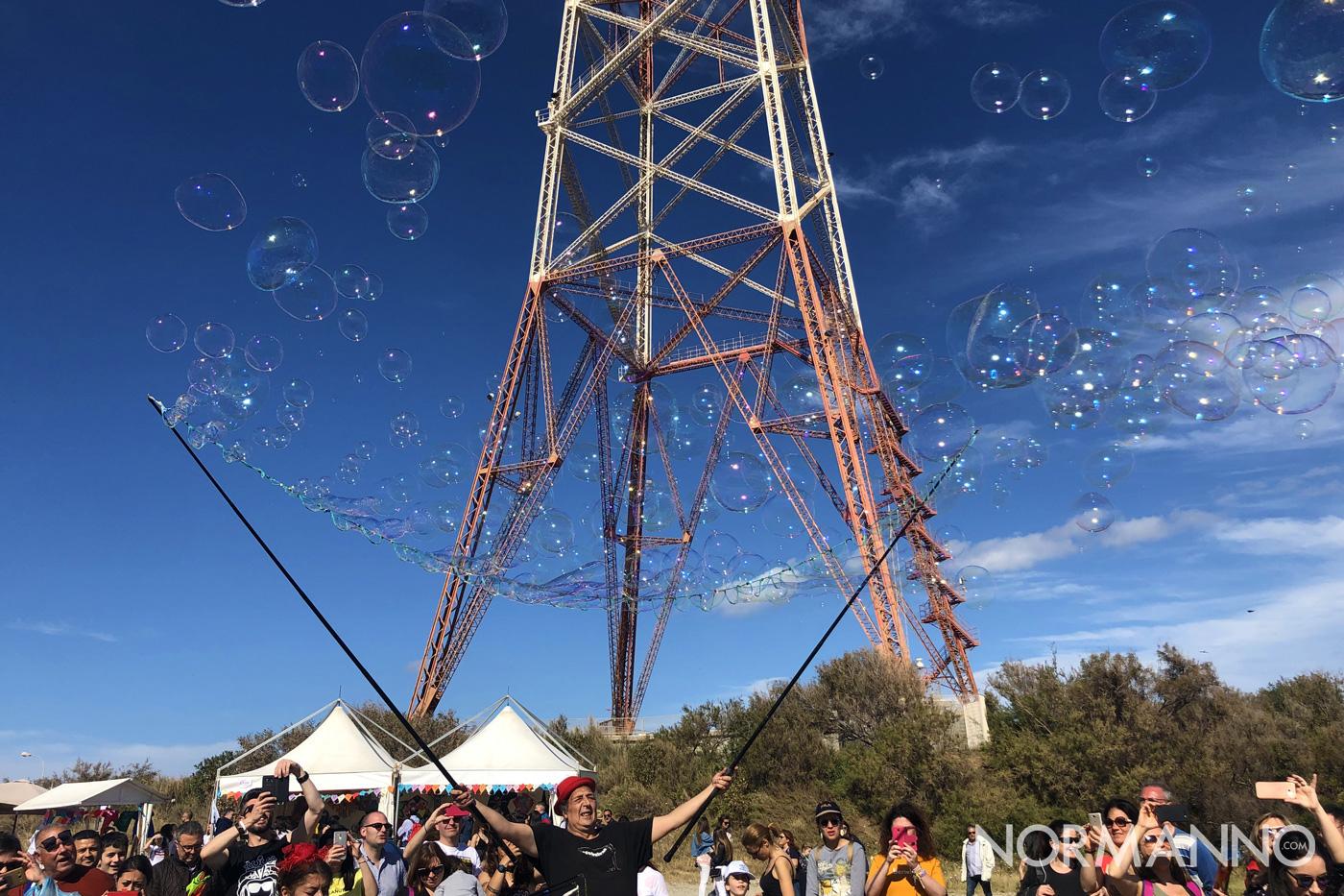 Foto dello spettacolo delle bolle dei Circobaleno al Festival degli Aquiloni di Messina 2019