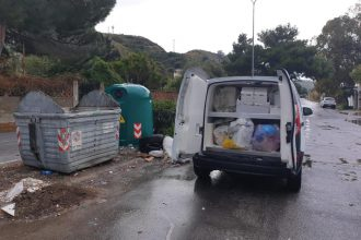 furgoncino multato perché conferiva rifiuti nei cassonetti a mortelle