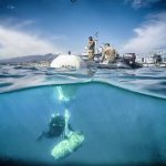 foto de palombari della marina militare al lavoro per disinnescare la bomba nel porto di Messina