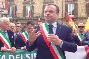 De Luca a Palermo per la marcia dei sindaci: «350 milioni alle Città Metropolitane»