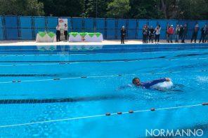 Messina. Inaugurata la piscina di Villa Dante: il primo tuffo è quello di De Luca